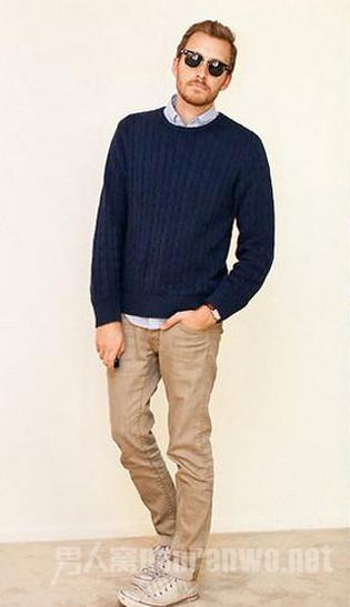 卡其裤搭配毛衣