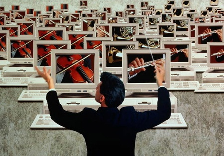 传统/三年前何金昌内增高鞋还在讨论传统企业步入电商的福祸之争,...